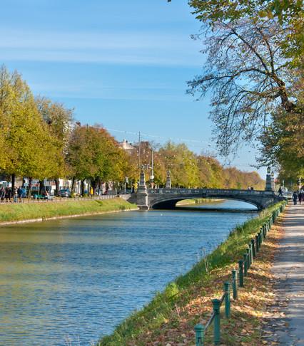 Ny zrenner immobiliengesellschaft mbh for Klassische villenarchitektur